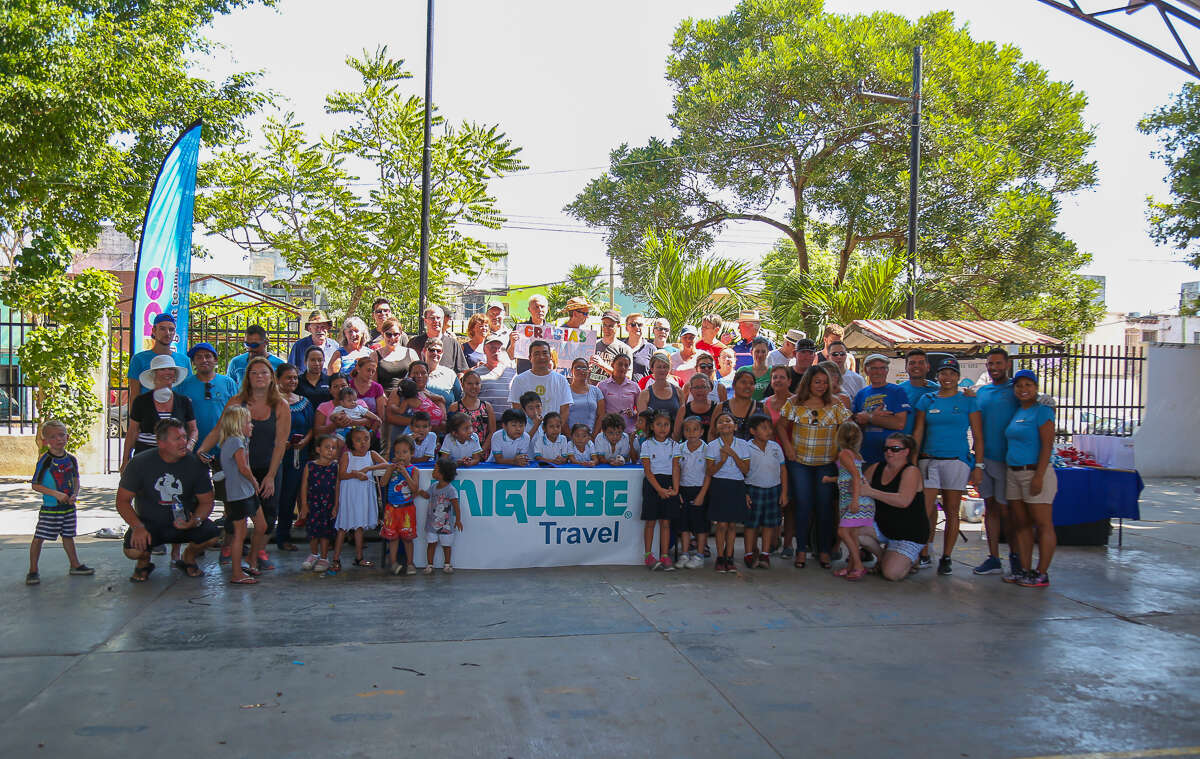 UNIGLOBE Owners roll up sleeves to help Cancun school kids