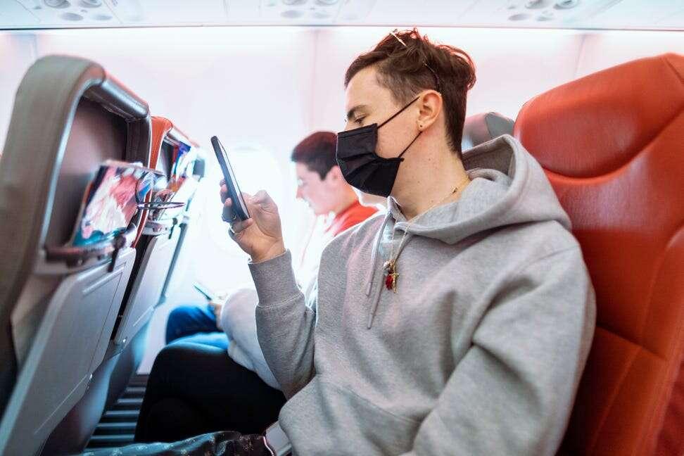 Alaska, JetBlue Adopt No-Exemption Passenger Mask Policies