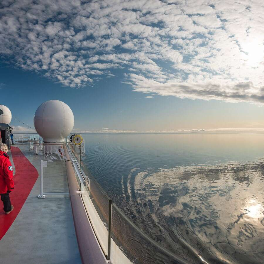 Science and art - At sea