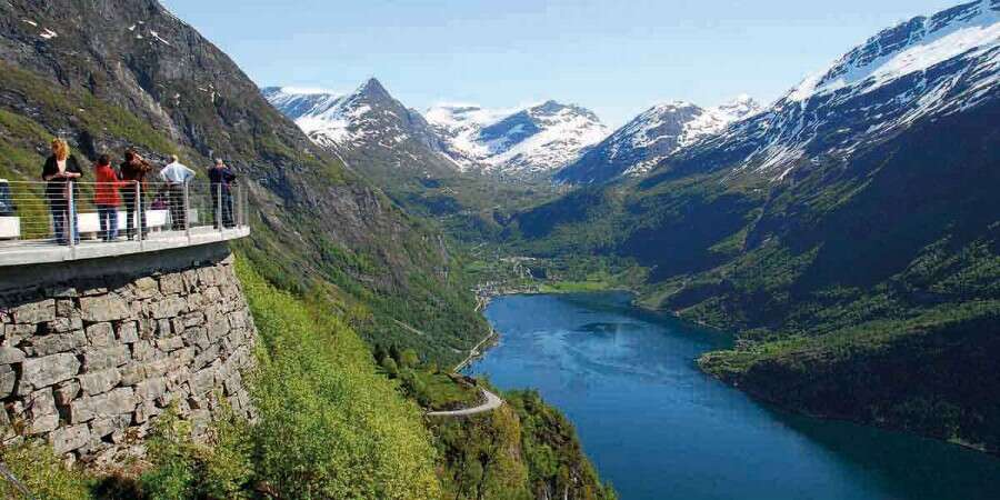 Fjords and Art Nouveau Highlights - Geiranger & Ålesund - Half Day