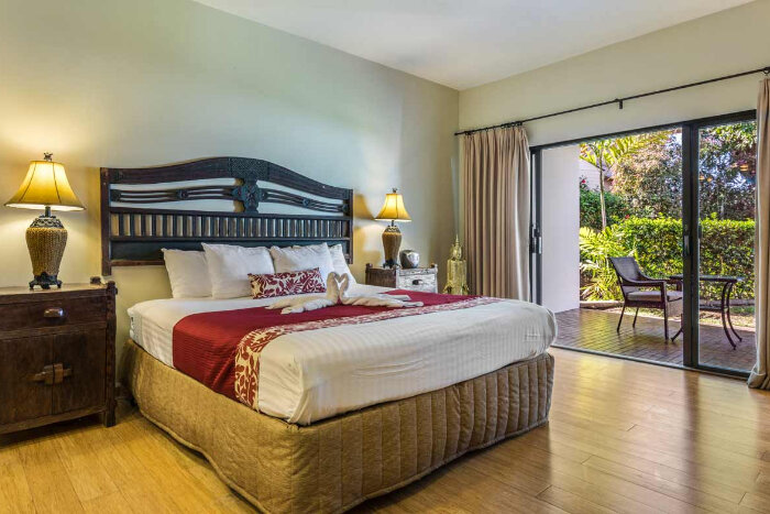 Royal Sea Cliff Kona by Outrigger BEDROOM