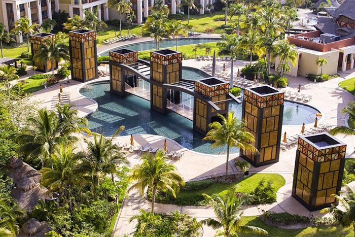 Luxury Residences Hotel by Villa del Palmar Cancun pool