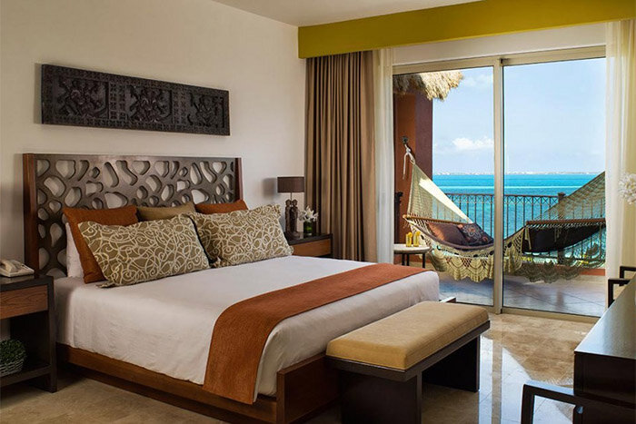 Luxury Residences Hotel by Villa del Palmar Cancun bedroom