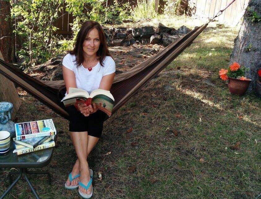 """""""Hammock and summer reads are the best"""" swears Super Agent Heike"""