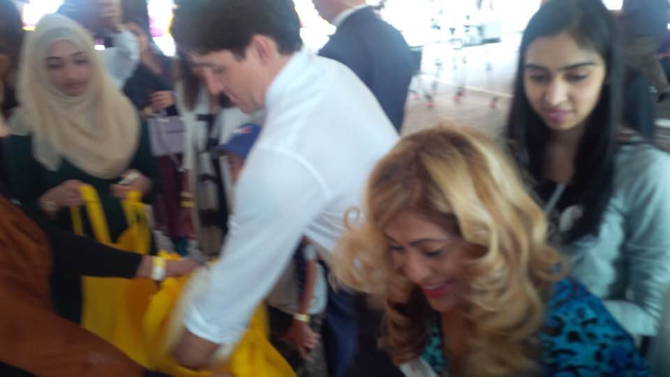 Total Advantage Travel's Liz Mandol volunteering with Canadian Prime Minister Justin Trudeau.