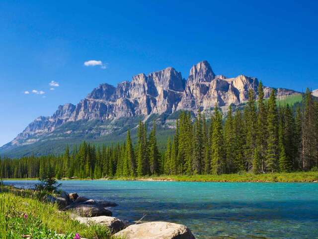 Iconic Rockies and Western Canada with Rocky Mountaineer Goldleaf Summer 2018