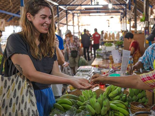 Bangkok Day Tour: Thai Foodie Tour and Cooking Class (half day)